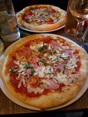 Pizza at Le Dulcinéa near the Moulin Rouge